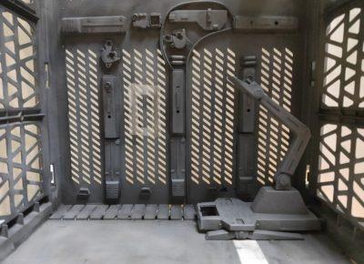 ダイソーのアルティメットコンテナを格納庫風に改造_2